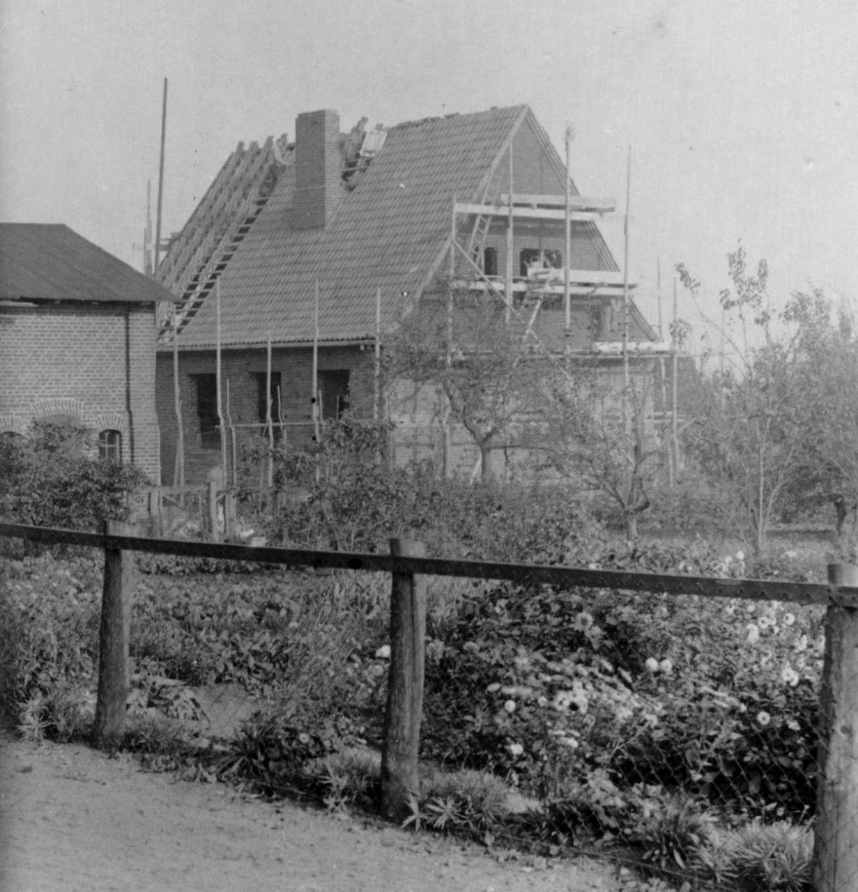 Dachdecken der Schule 1938