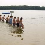 Abschreiten der Badestelle auf der Suche nach Vermisstem