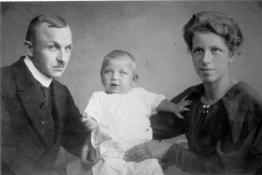 Adolf Schlüter mit Ehefrau Amanda und Gerhard
