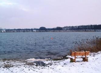 Die Bank vor dem See