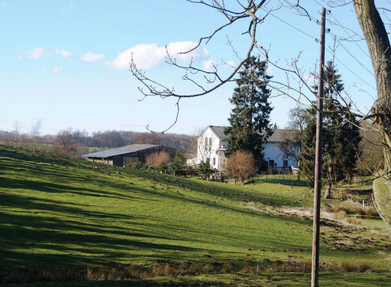 Blick zum Hof Totenberg