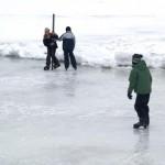 Große und kleine Schlittschuhläufer