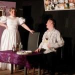 Klaus und Anna begegnen sich in Annas Hochzeitsnacht