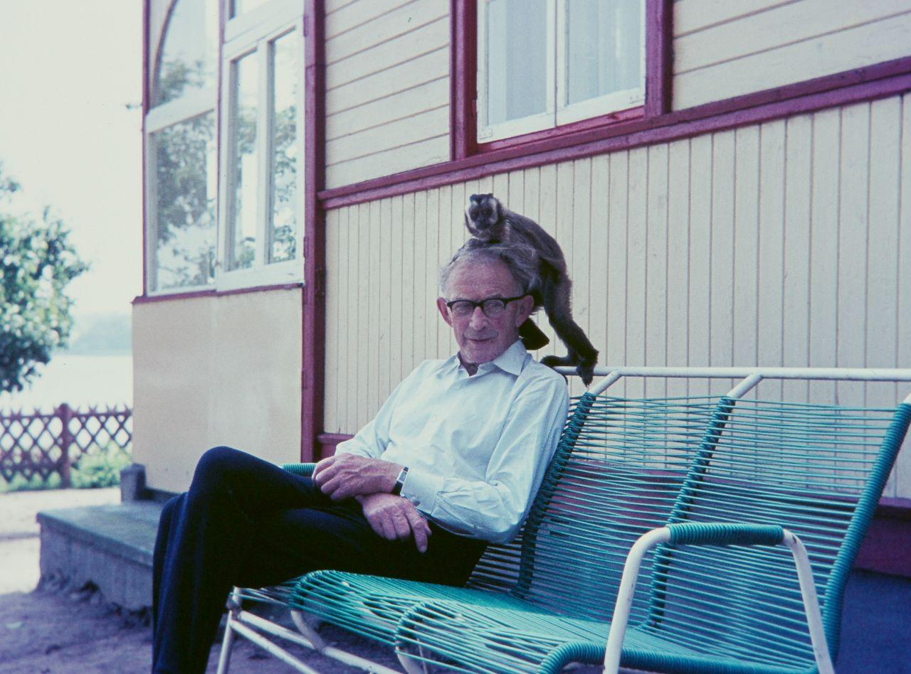 Kurt Drückler mit Kapuzieneräffchen