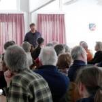 Matthias Stührwoldt beim Vortrag im Dorfgemeinschaftshaus