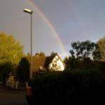 Nach dem Regen wölbte sich ein doppelter Regenbogen Foto Date