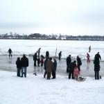 Reges Treiben ist auf dem Eis