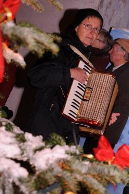 Anke Köhnke begleitet mit dem Akkordeon