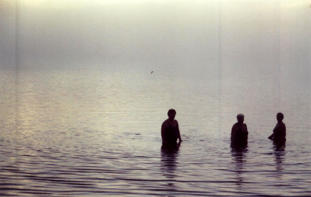 Nebliger See am Morgen