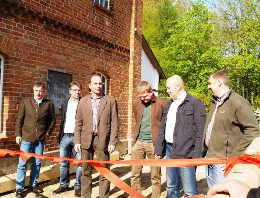 Vertreter der Firmen Schwalbe und Dänekamp sowie 2. Bürgermeister C. Haberland