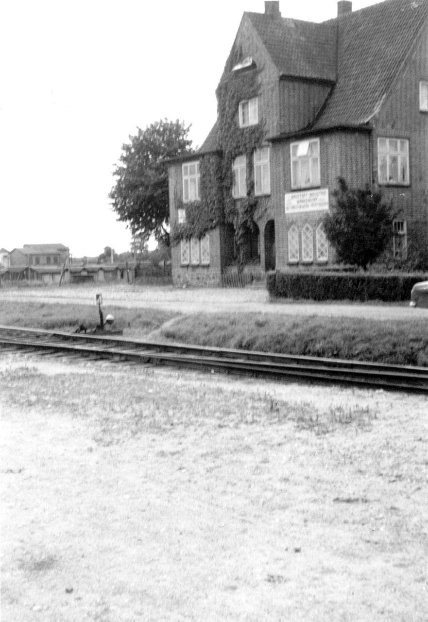 Busse-Haus mit Gleisen