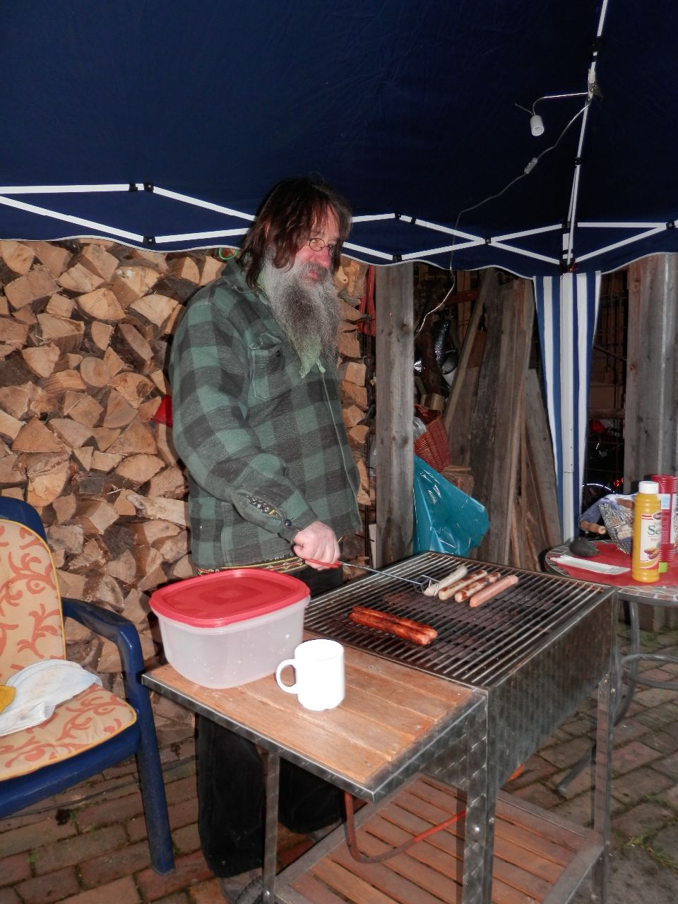 Wolfgang Date grillt