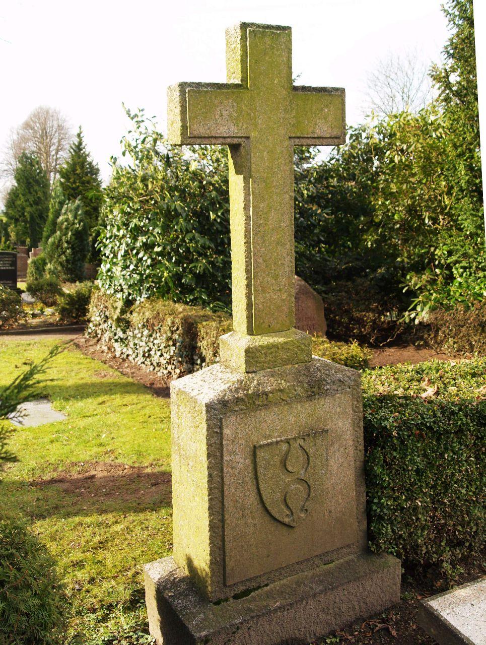 Grabkreuz der Grablege von Dürckheim-Montmartin