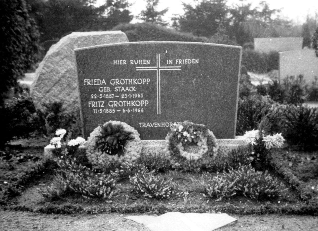 Grab Eheleute Grothkopp Travenhorst