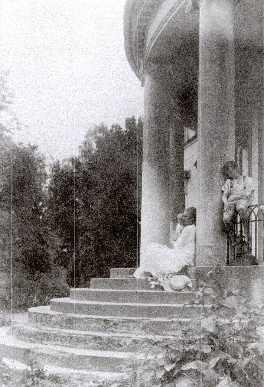 J. Herms mit Tochter Helge 1922