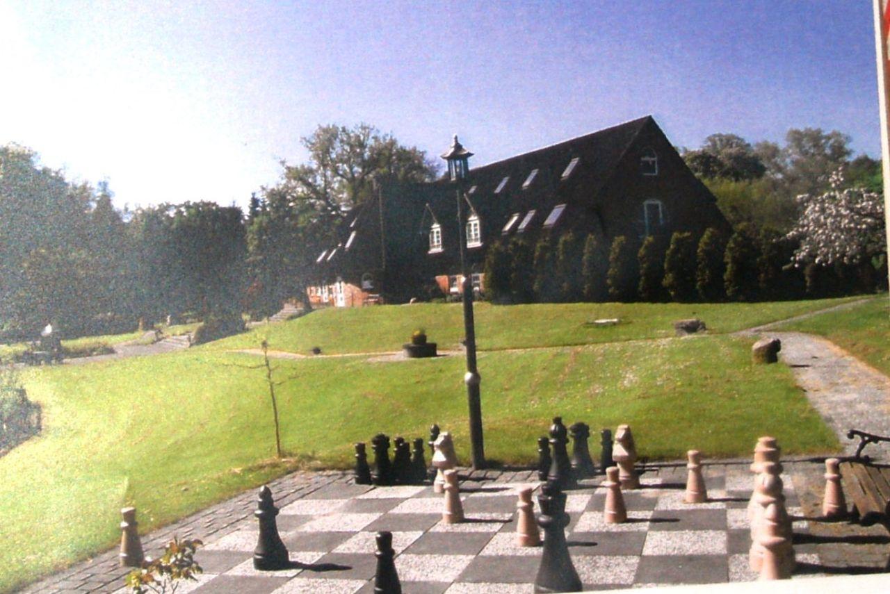 Schachspiel und Grillplatz