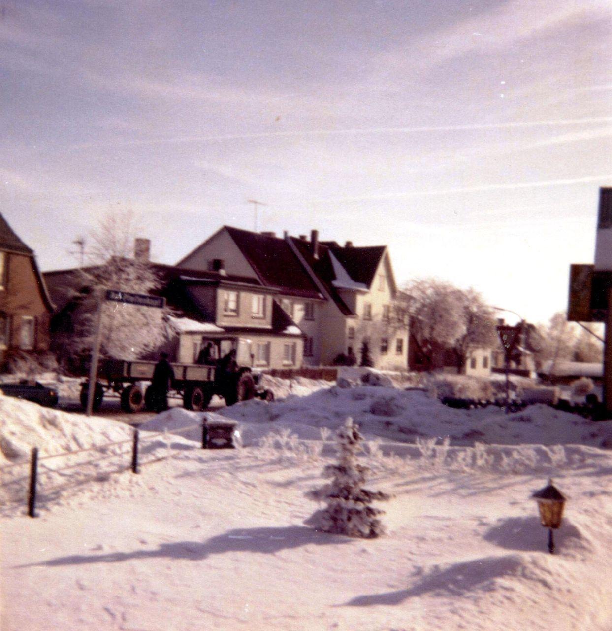 Obere Dorfstraße im Schnee