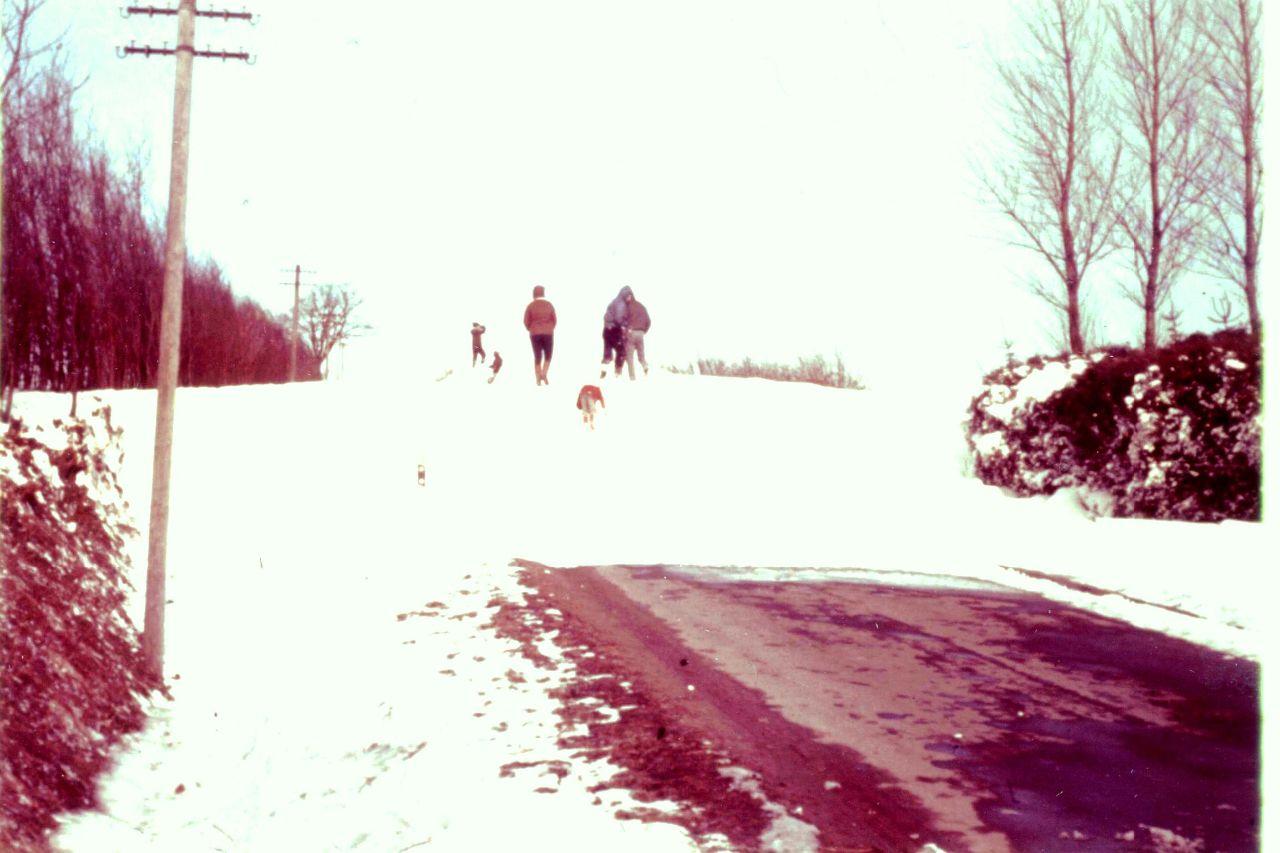 Schneeverwehungen auf der Straße nach Depenau