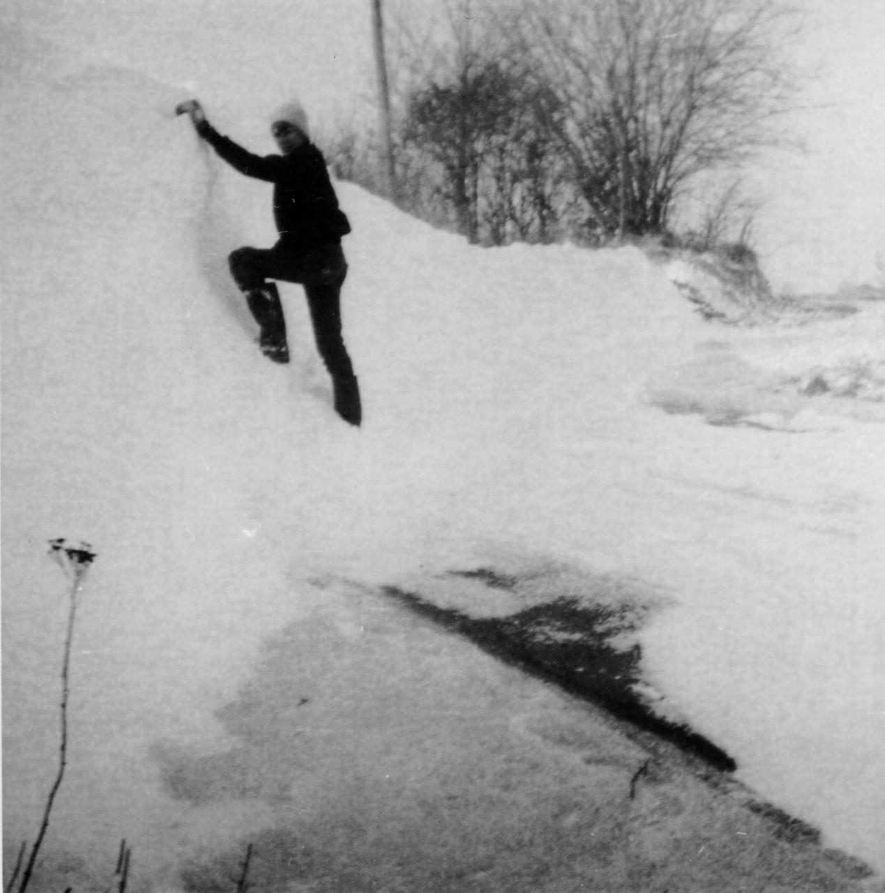 Schneewehen am Straßenrand