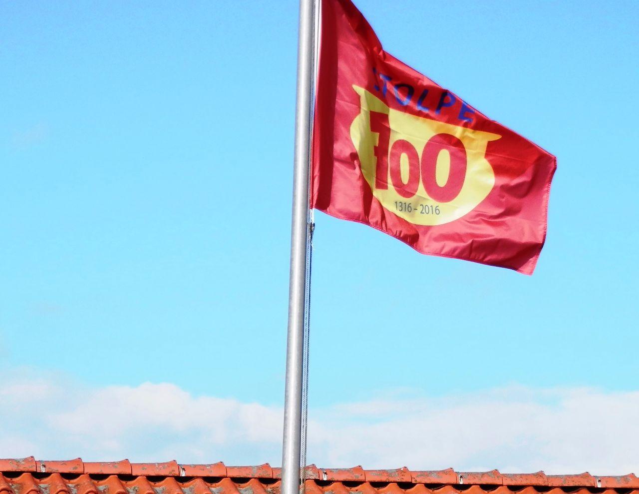 Flagge an der Schule