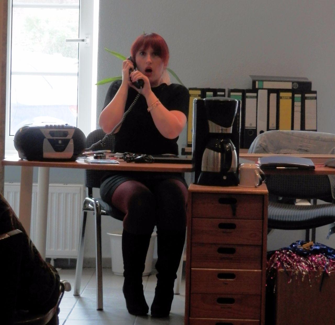 Susi telefoniert