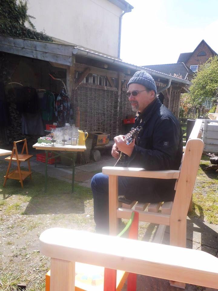 Dieter spielt Gitarre