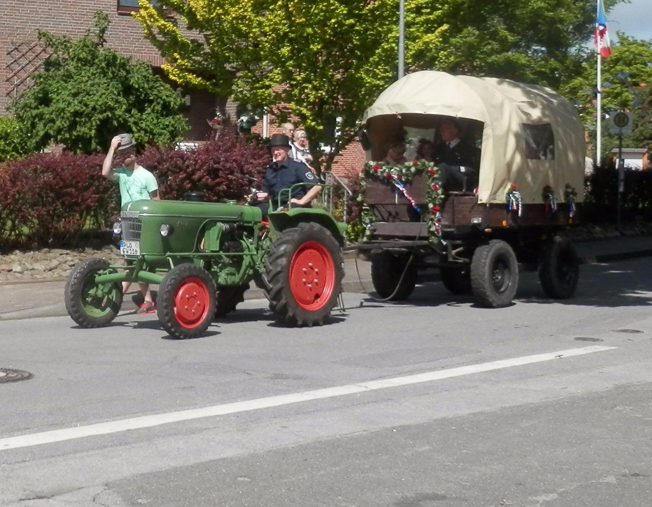 Haukes Traktor für die Ehrenmitglieder