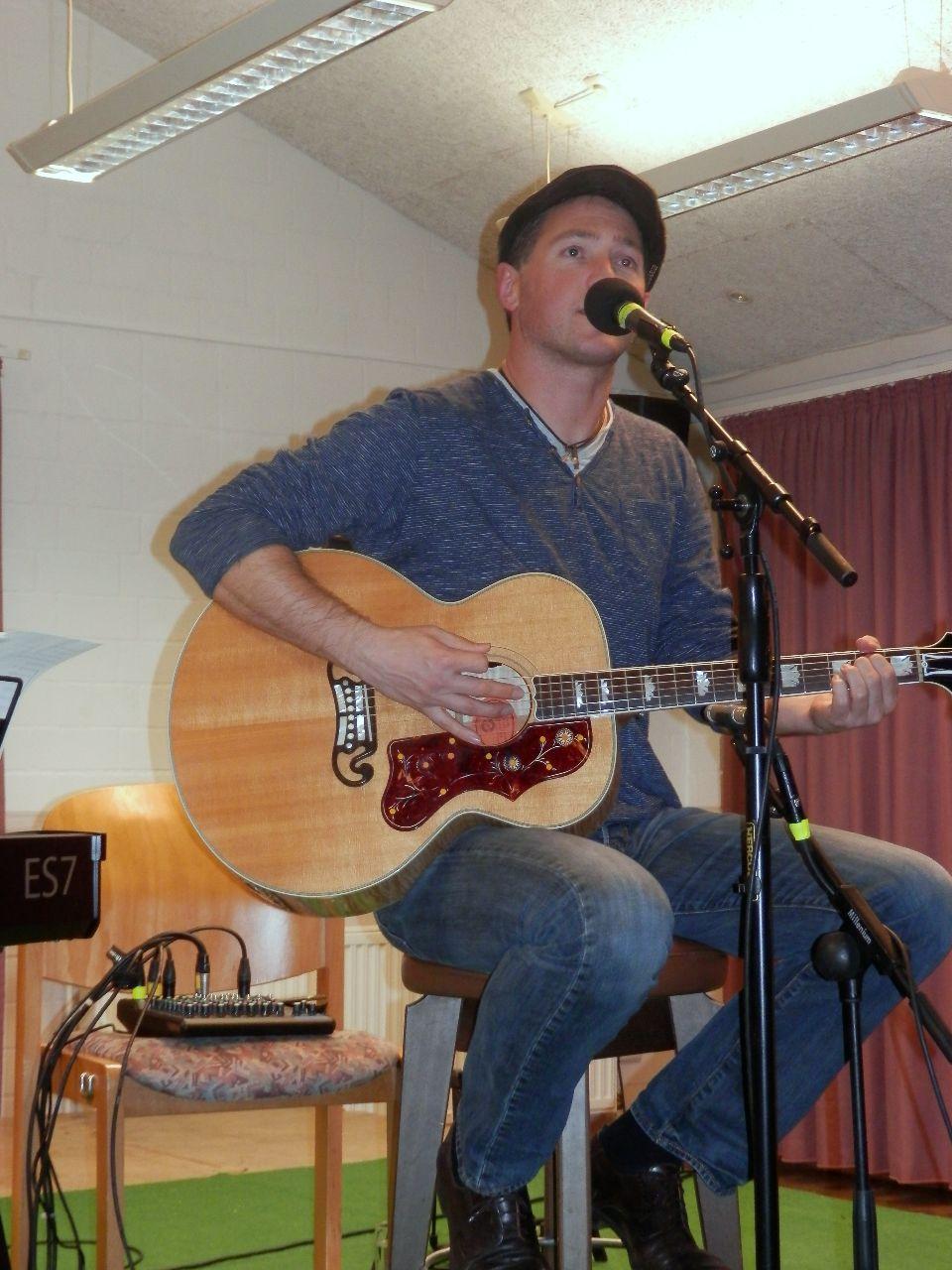 Gerrit Hoss an der Gitarre