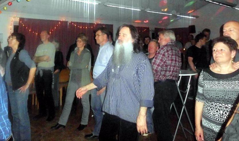 Die Rockmusik lud zum Tanzen ein