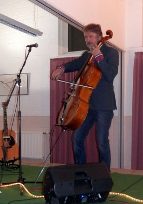 Ray Cooper mit Cello