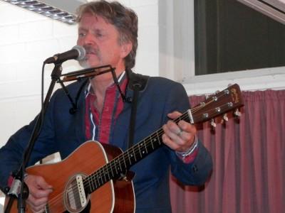 Ray Cooper mit Gitarre