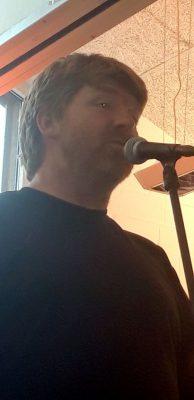 Matthias singt