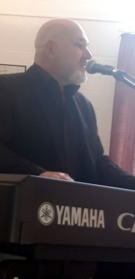 Schroeter am Piano