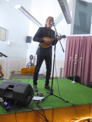 Ray Cooper mit Mandoline
